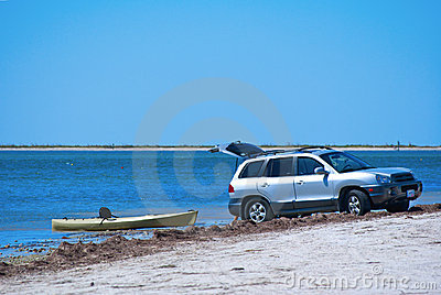 Launching a kayak from an SUV