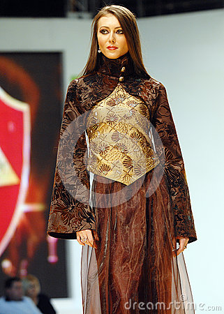 Free Laura Olteanu Collection On Catwalk At Bucharest Fashion Week Show Stock Photo - 33368620