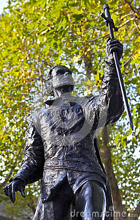 Laurence Olivier Statue in London