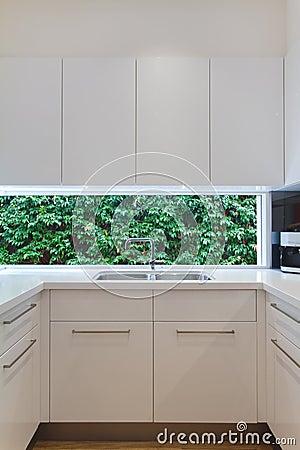 Cucine moderne con finestra sul lavello - Lavabo cucina moderno ...