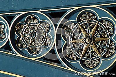 Lavoro decorato del metallo del ponticello