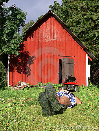 Free Lawnmowing And Relaxing Royalty Free Stock Photos - 4618678
