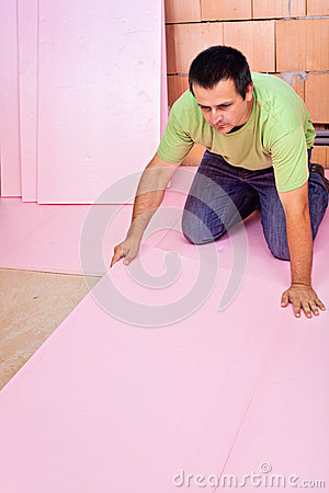 Laying floor insulation in a new house