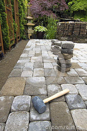 Free Laying Garden Pavers Patio Royalty Free Stock Image - 25424956