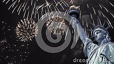 Lazo inconsútil - estatua de la libertad, fuegos artificiales del cielo nocturno, vídeo de HD metrajes