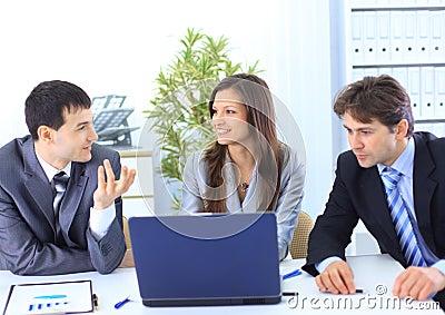 Líder com sua equipe bem sucedida