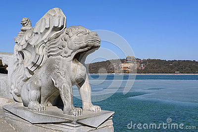 Leão imperial do guardião no palácio de verão