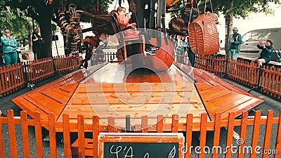 Le carrousel rustique Fete Hendaye pour les enfants banque de vidéos