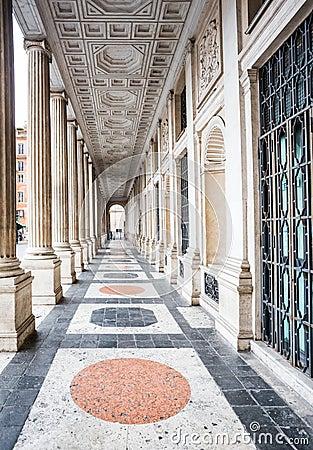 Le colonne di veio a palazzo wedekind roma italia for Aggiornare le colonne del portico