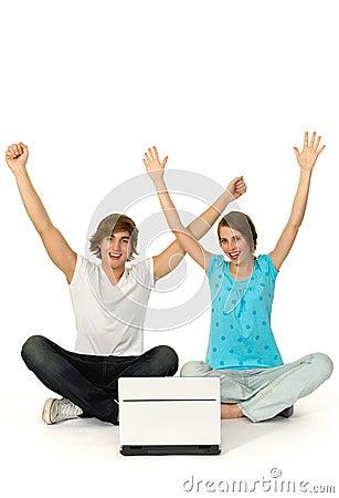 Le coppie con le braccia si sono alzate
