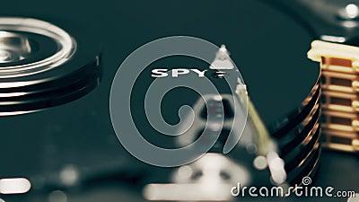 Le déplacement de la tête du disque dur de l'ordinateur révèle le mot SPYWARE banque de vidéos