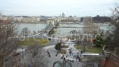 Le Danube, toits et le pont à chaînes de Szechenyi à Budapest, Hongrie clips vidéos