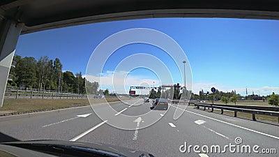 Le ` fédéral de la Scandinavie de ` de route est une route à l'entrée à St Petersburg, Russie banque de vidéos
