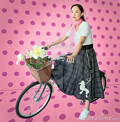 Le femme en années 50 dénomment des vêtements