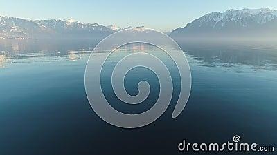 Le lac Léman et les montagnes à Clear Day Alpes suisses Suisse Vue aérienne clips vidéos