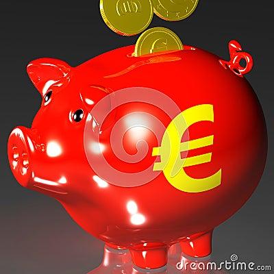 Le monete che entrano nel porcellino salvadanaio mostra i prestiti europei