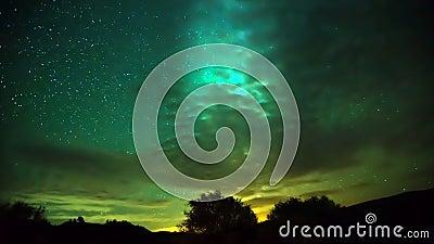 Le mouvement de la manière laiteuse à travers le ciel derrière les nuages banque de vidéos