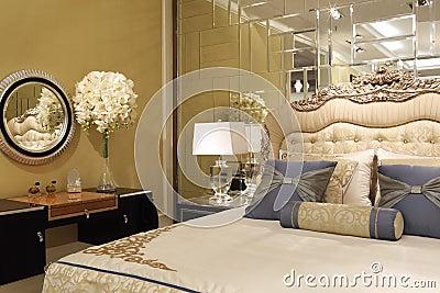 Le mur de miroir dans la chambre coucher photo stock image 52747318 - Miroir dans la chambre ...