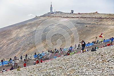 Le Peloton sur Mont Ventoux Image stock éditorial