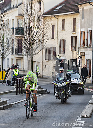 Le prologue 2013 de Paris de basso d Ivan de cycliste Nice dans Houilles Photo stock éditorial