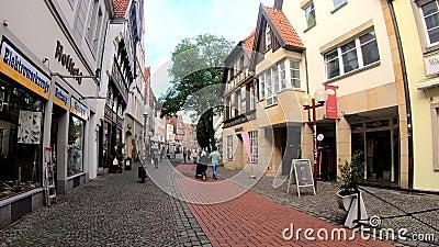 Le quartier commerçant du centre-ville d'Osnabrueck, Allemagne, Basse-Saxe banque de vidéos