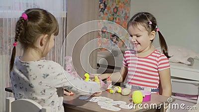Le ragazze giocano il deposito stock footage