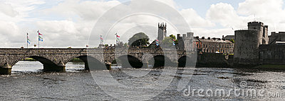 Le Roi Johns Castle de pont de Thomond