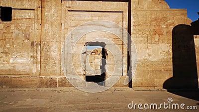Le rovine dell'antico tempio di Sebek a Kom - Ombo, Egitto archivi video