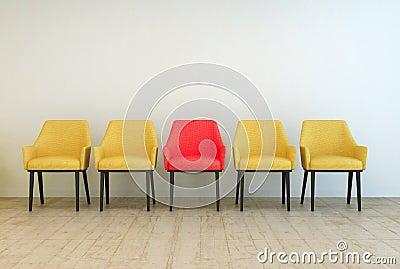 Le sedie gialle hanno allineato con rossa nel mezzo for Sedie gialle