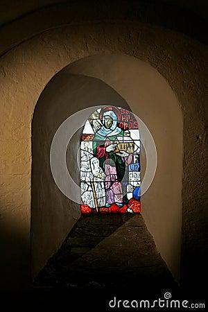 Leaded window in a niche