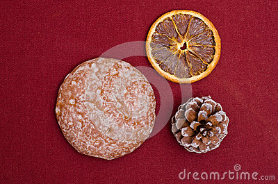 Lebkuchen on a ruby cloth