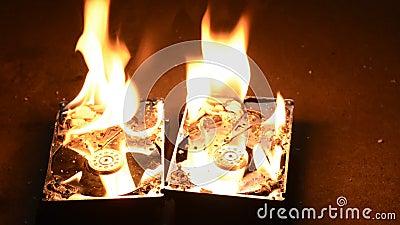 Lecteurs de disque dur brûlants banque de vidéos