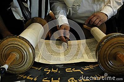 Lectura de Torah en una sinagoga