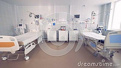 Leeres Bett zwei in einem Krankenhauszimmer mit medizinischer Ausrüstung 4K stock video
