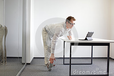 Leg - arm exercise during office work