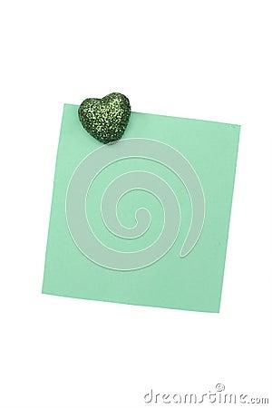 Lege groene nota met magneet