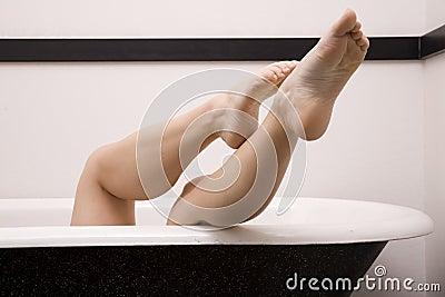 Legs off side tub