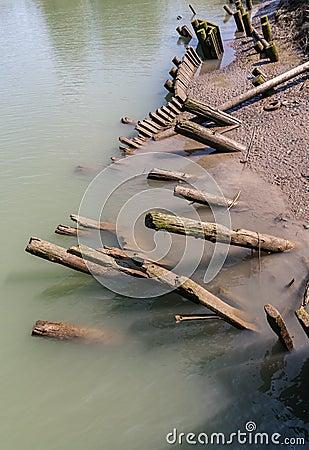 Lehnende Holzstapel