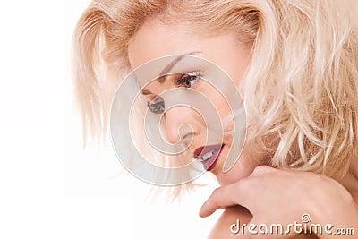 Leichte blonde Frau