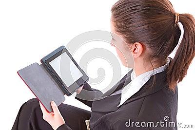 Leitura da menina no livro eletrônico