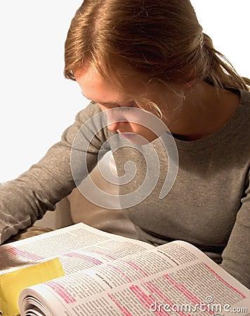 Leitura do estudante fêmea