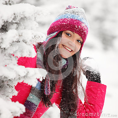 Lek kastar snöboll