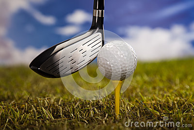 Leka golf, boll på utslagsplats