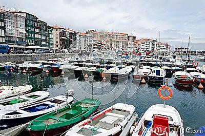 Lekeitio-Hafen Redaktionelles Stockfotografie