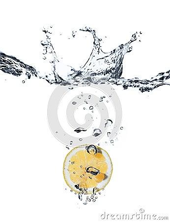 Lemmon splash in water