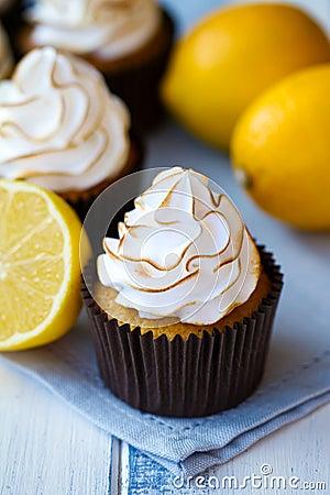 Free Lemon Meringue Cupcakes Royalty Free Stock Photography - 23155277