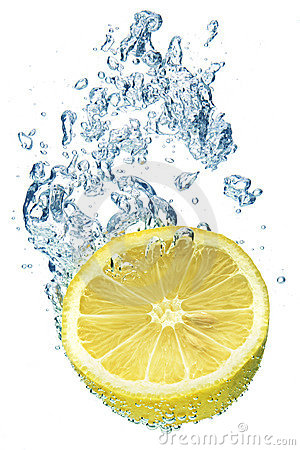 Free Lemon Splashing In Water Royalty Free Stock Photography - 6475567