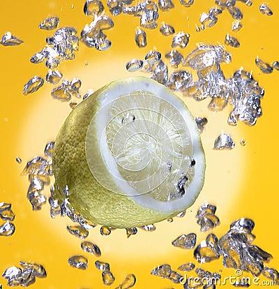Free Lemon Under Water Royalty Free Stock Photo - 4959455