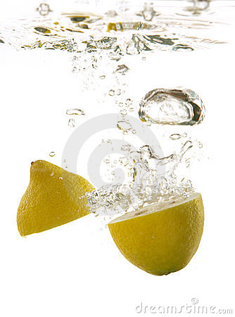 Free Lemon Under Water Stock Photo - 705610
