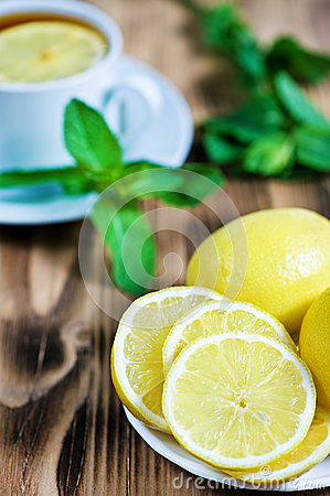 Lemons and tea with mint